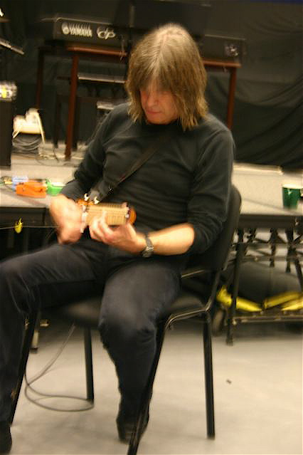 Mike Stern practice on Lapstick travel guitar