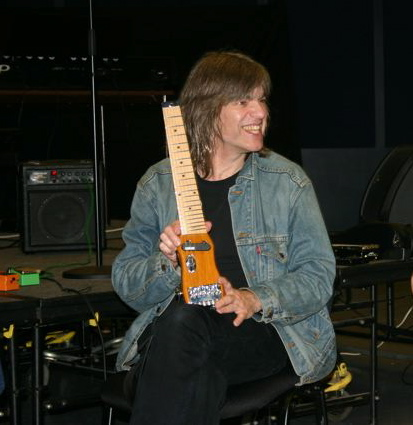 Mike Stern showing Lapstick travel guitar